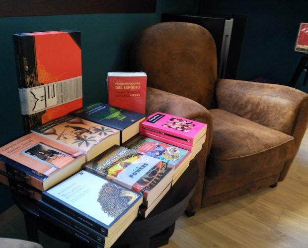 La mesilla del lector – Domingo Hernández - Letras Corsarias Librería Salamanca