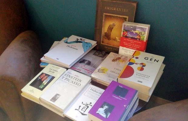 La mesilla del lector – Paco Antequera – Letras Corsarias Librería Salamanca