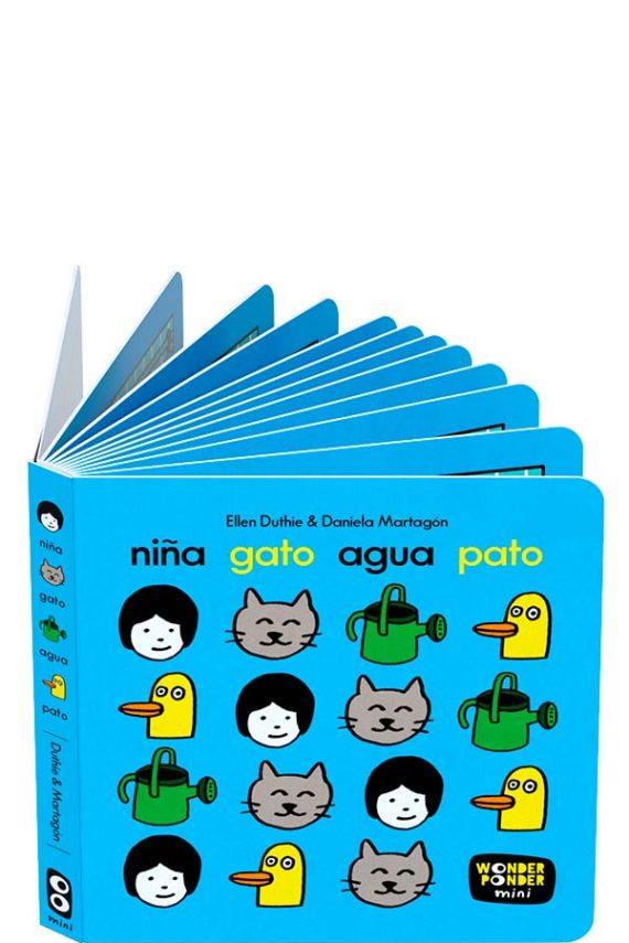 Niña Gato Agua Pato